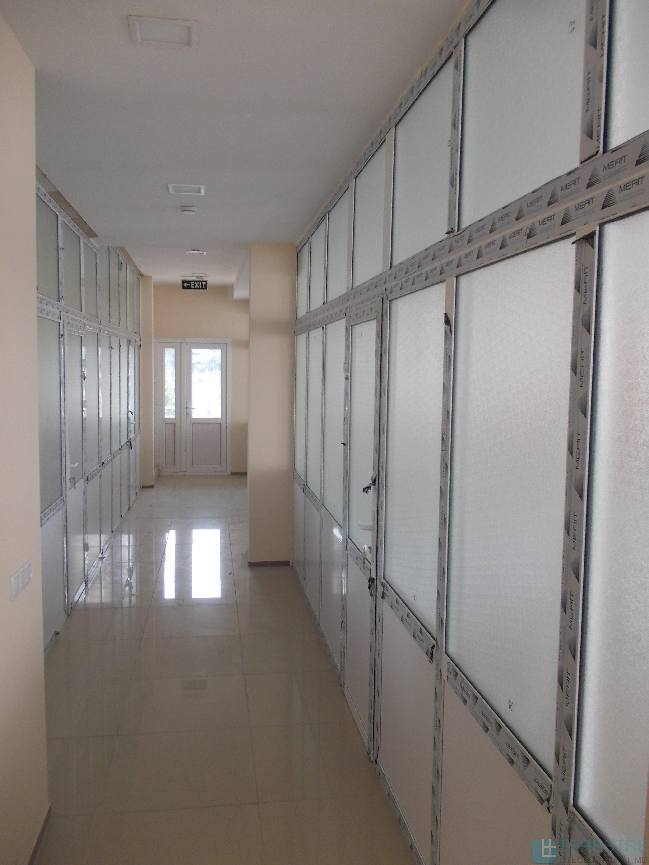 Principalele avantaje ale peretilor despartitori PVC pentru casa ta sau birou Disponibilitate, estetica ridicata, instalare usoara, ecologic!